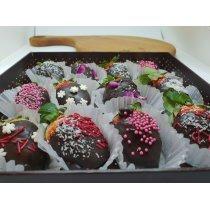 Клубника в шоколаде в подарочная коробке-bakida-almaq-qiymet-baku-kupit